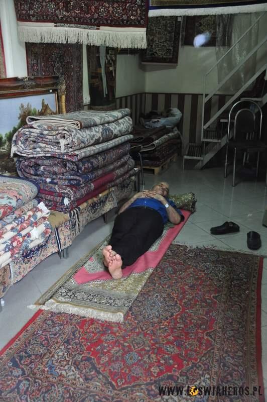 Od 13:00 do17:00 wIranie jest siesta, nawet nabazarze.