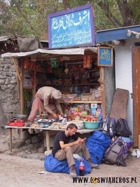 Pokrowce naplecaki wpakistanskim srodowisku naturalnym ;)