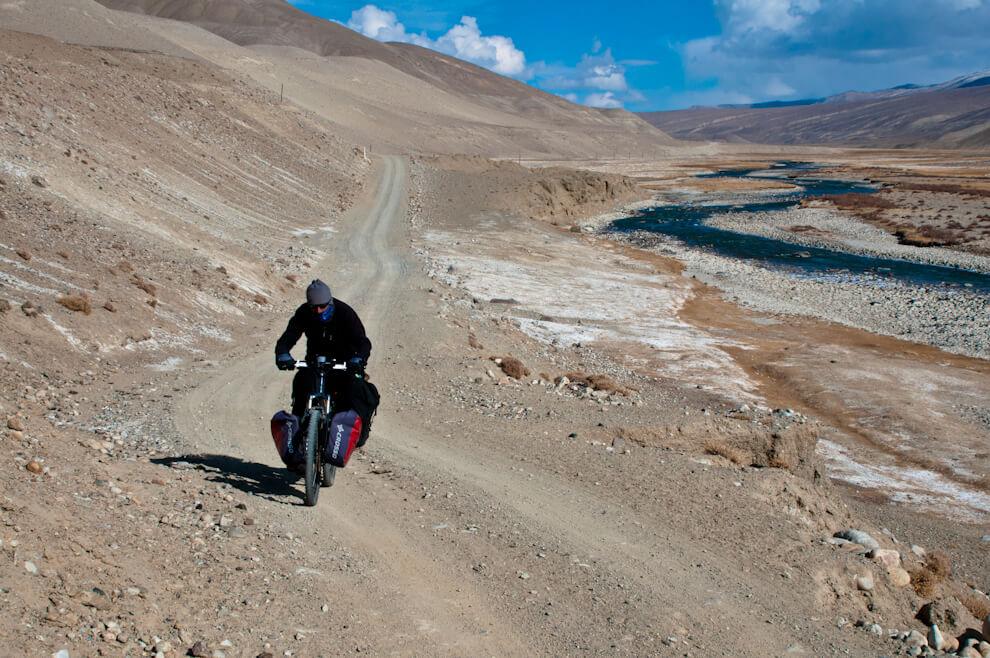 Pedałując przeztadżycką część Doliny Rzeki Pamir