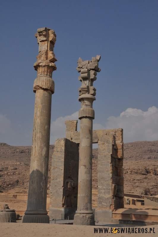 Persepolis - miasto zniszczone przezAleksandra Wielkiego.