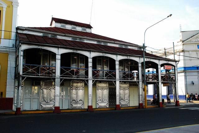Żelazny dom konstrukcji Eiffla - Iquitos, Peru.