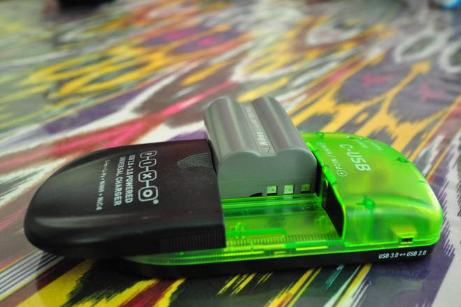 PIXO C-USB - uniwerslna ładowarka baterii