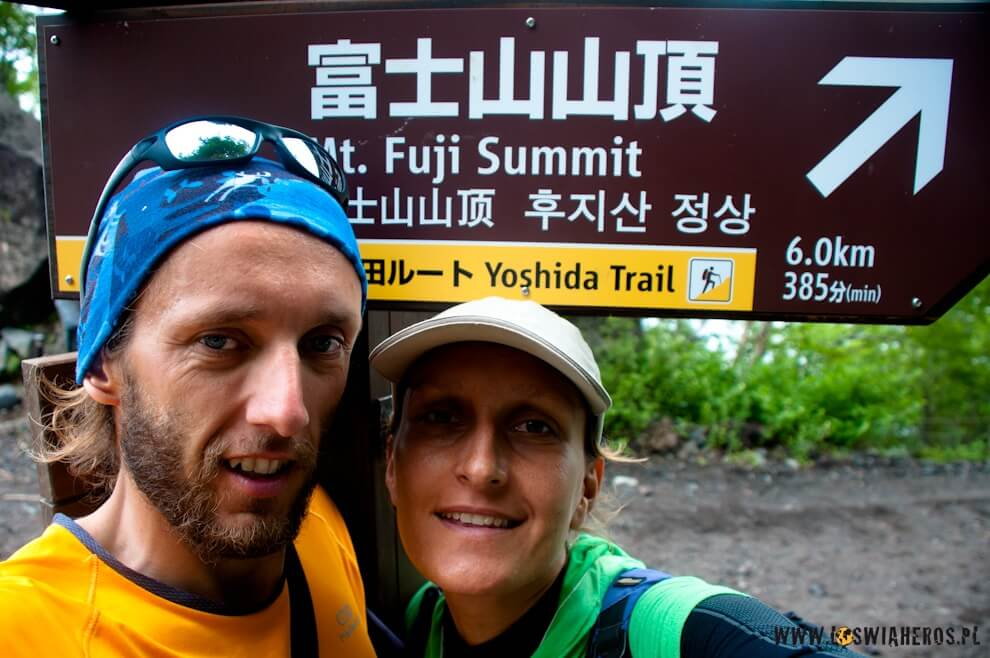Początek szlaku żółtego naszczyt wulkanu Fuji, Japonia.