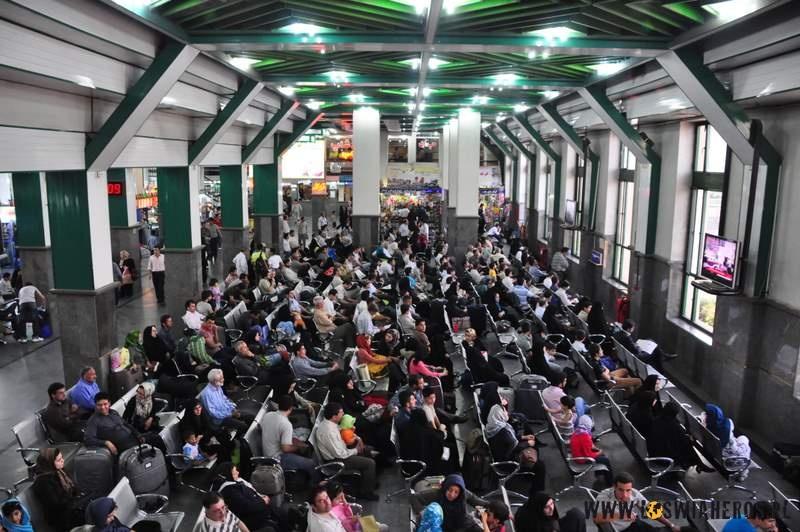 Poczekalnia nadworcu kolejowym wTeheranie