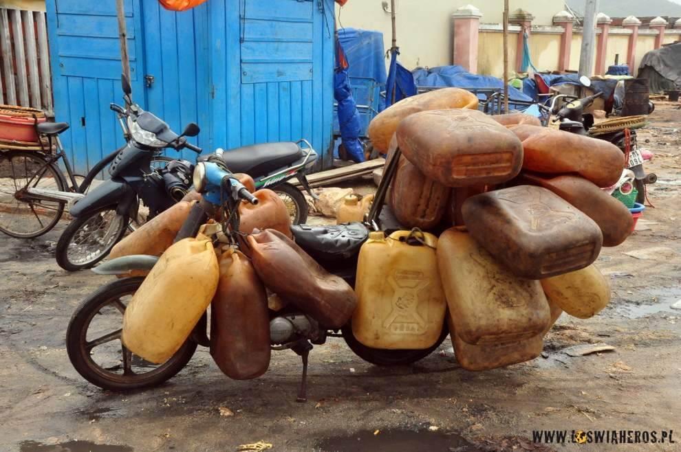 Jak już wszystko się sprzeda, totrzeba przygotować kuter nadzień następny. Podstawa todowieźć wystarczającą ilość paliwa..