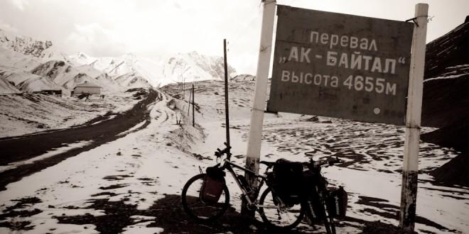 Przełęcz Akbaital, najwyżej położony punkt na naszej trasie przejazdu przez Pamir Highway.