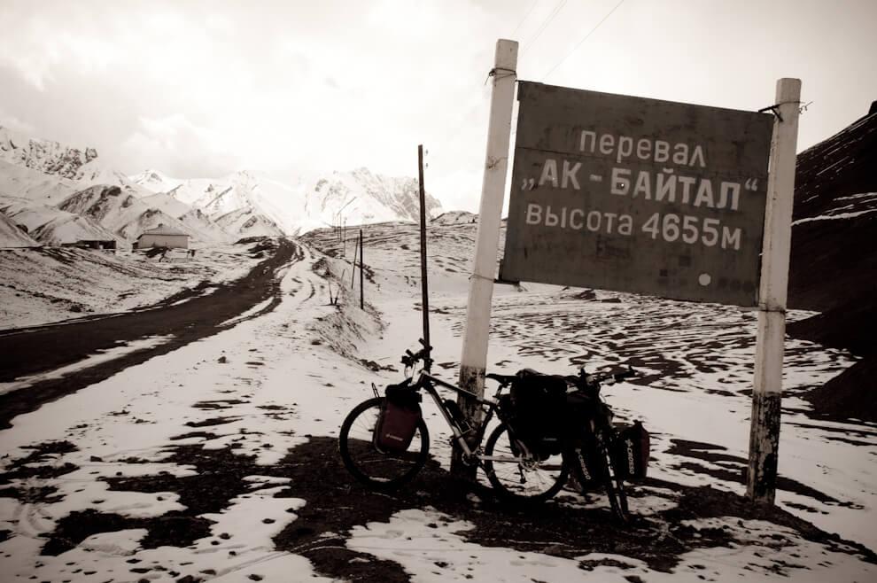 Przełęcz Akbaital, najwyżej położony punkt nanaszej trasie przejazdu przezPamir Highway.