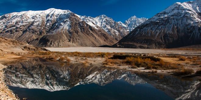 Rzeka Panj, a po drugiej stronie Afganistan