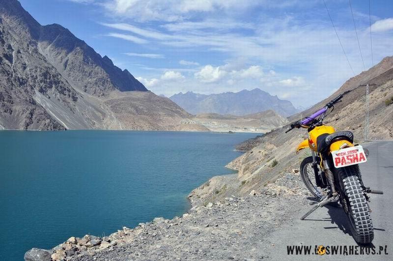 sadpara_lake_nad_skardu_pakistan