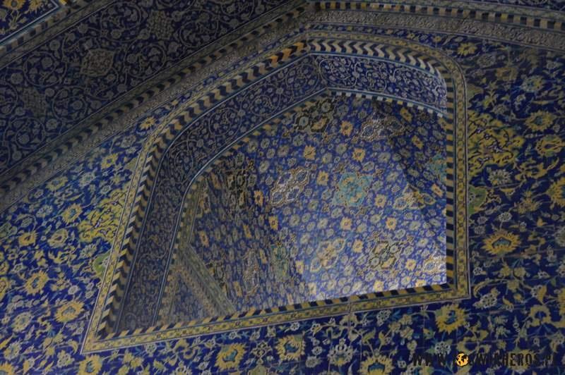 sheikh_lotfollah_mosque_w_esfahanie_iran2