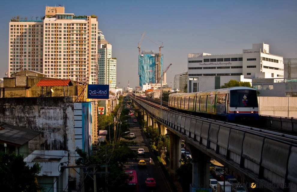 Sky Train w Bangkoku.