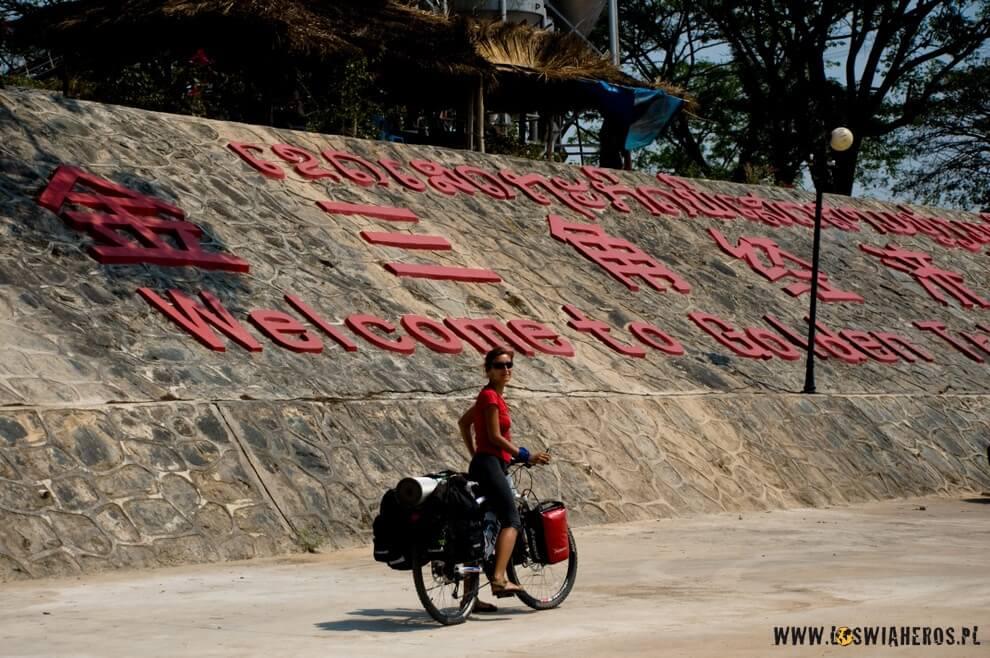 Specjalna chińska Strefa Ekonomiczna wZłotym Trójkącie postronie laotańskiej.