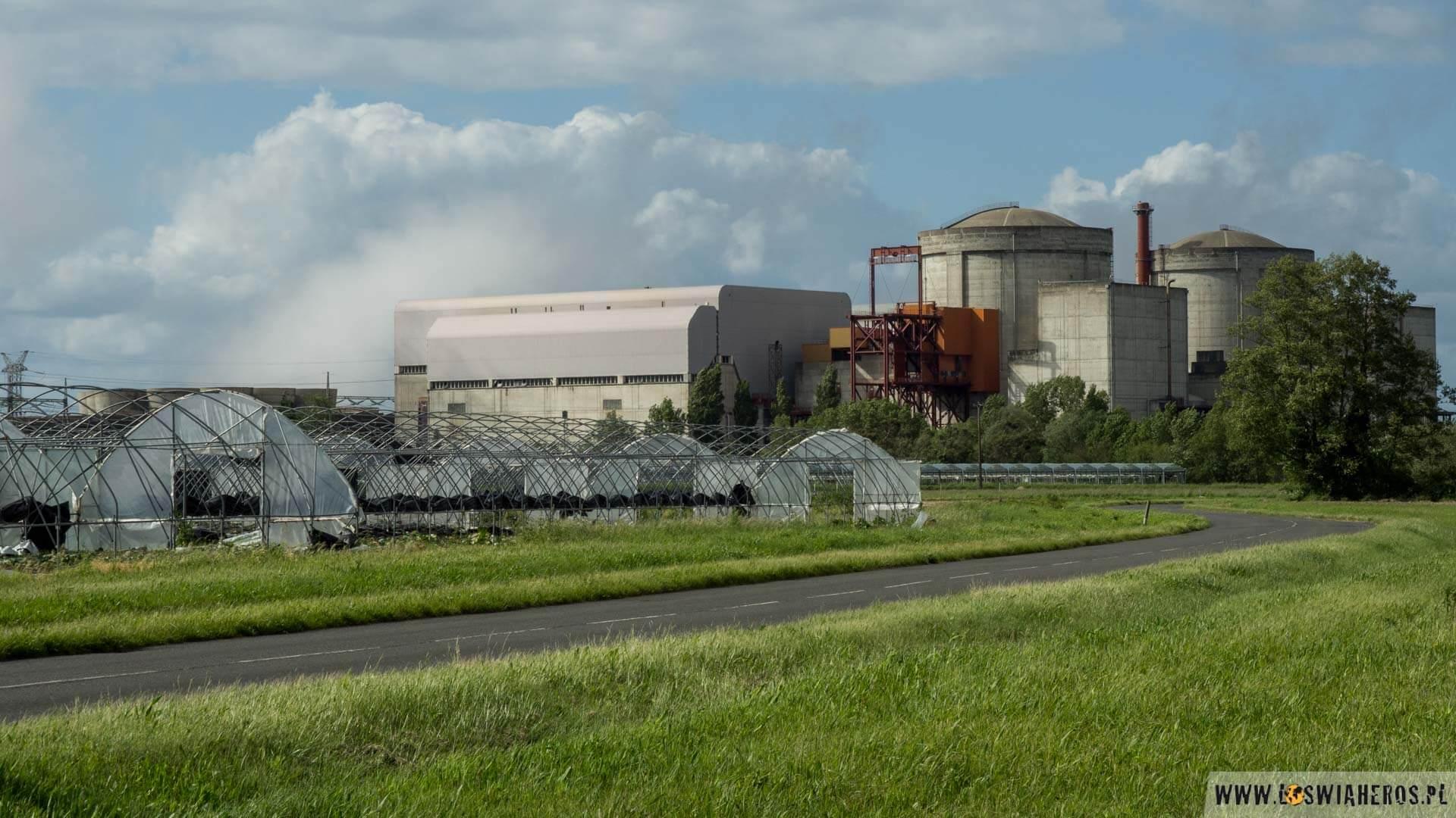 Szklarnie przy elektrowni jądrowej Chinon