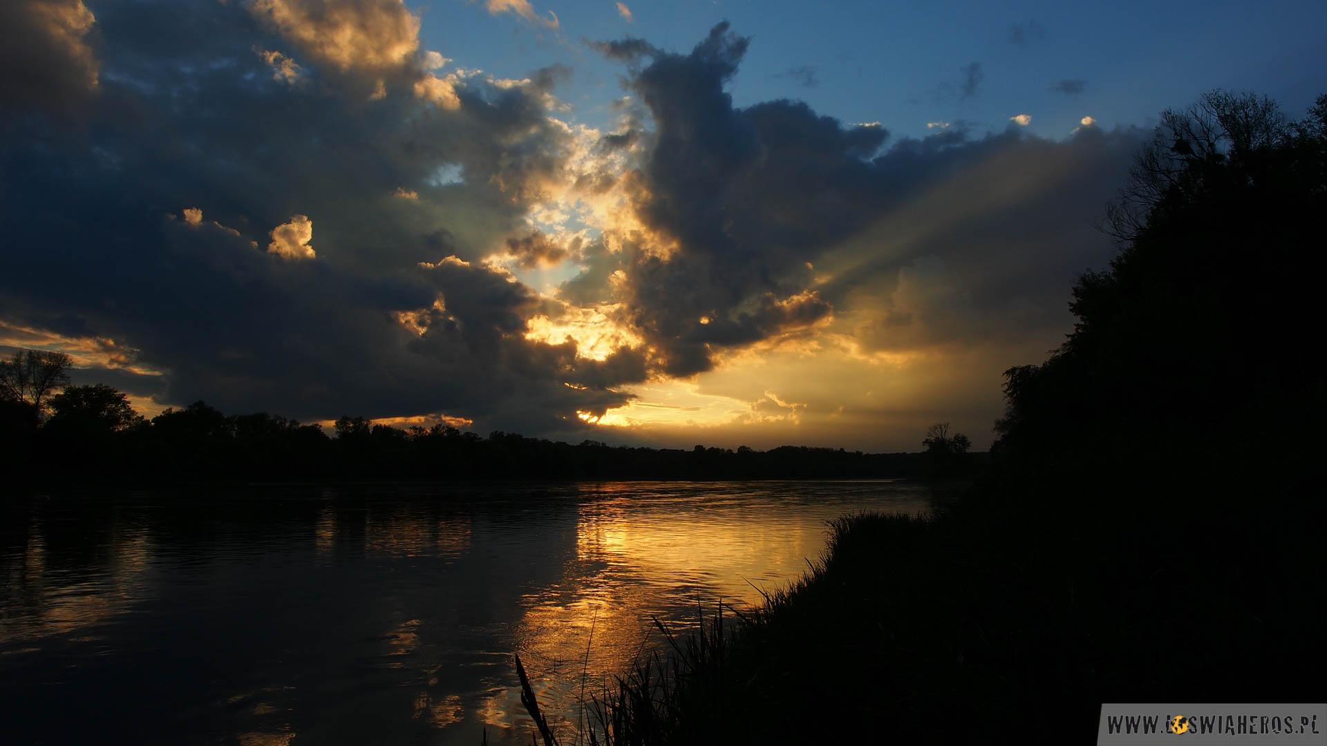 Zachód słońca nad Loarą.