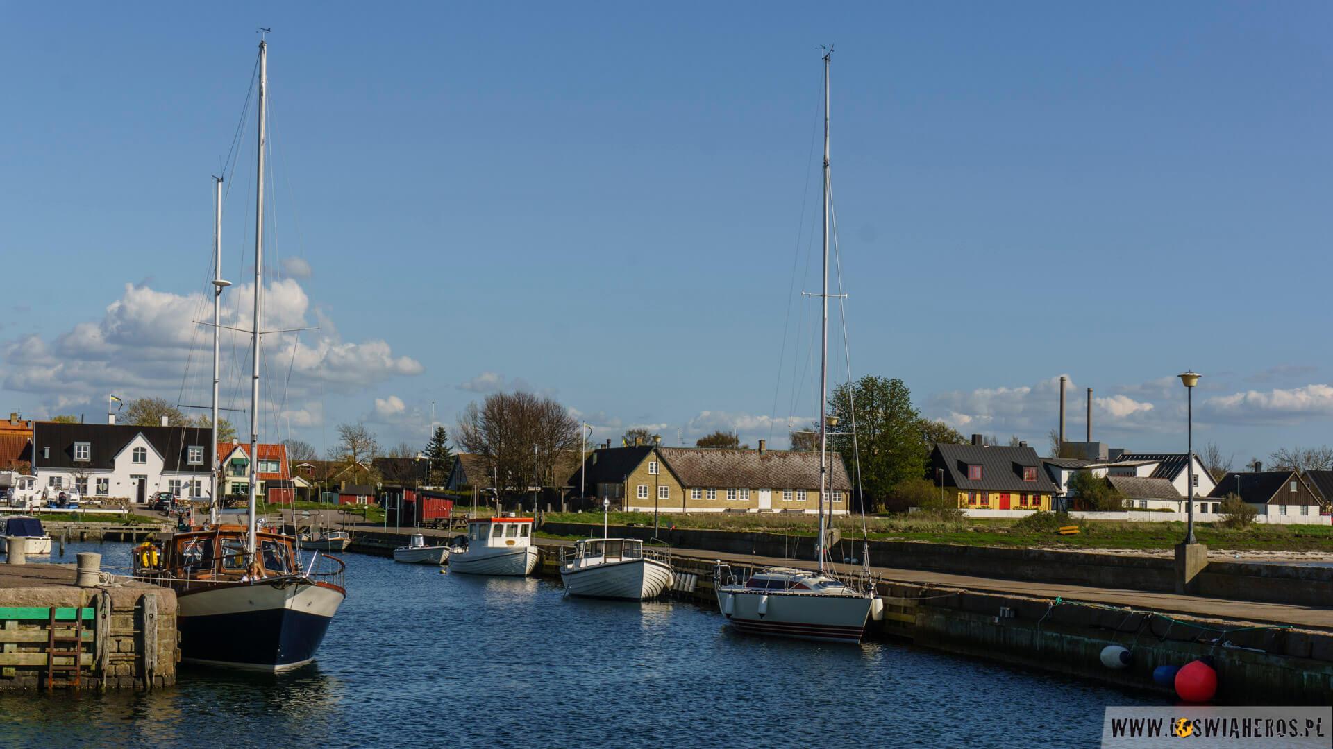 Mała wioska Barsebackshamn sąsiadująca z elektrownią.