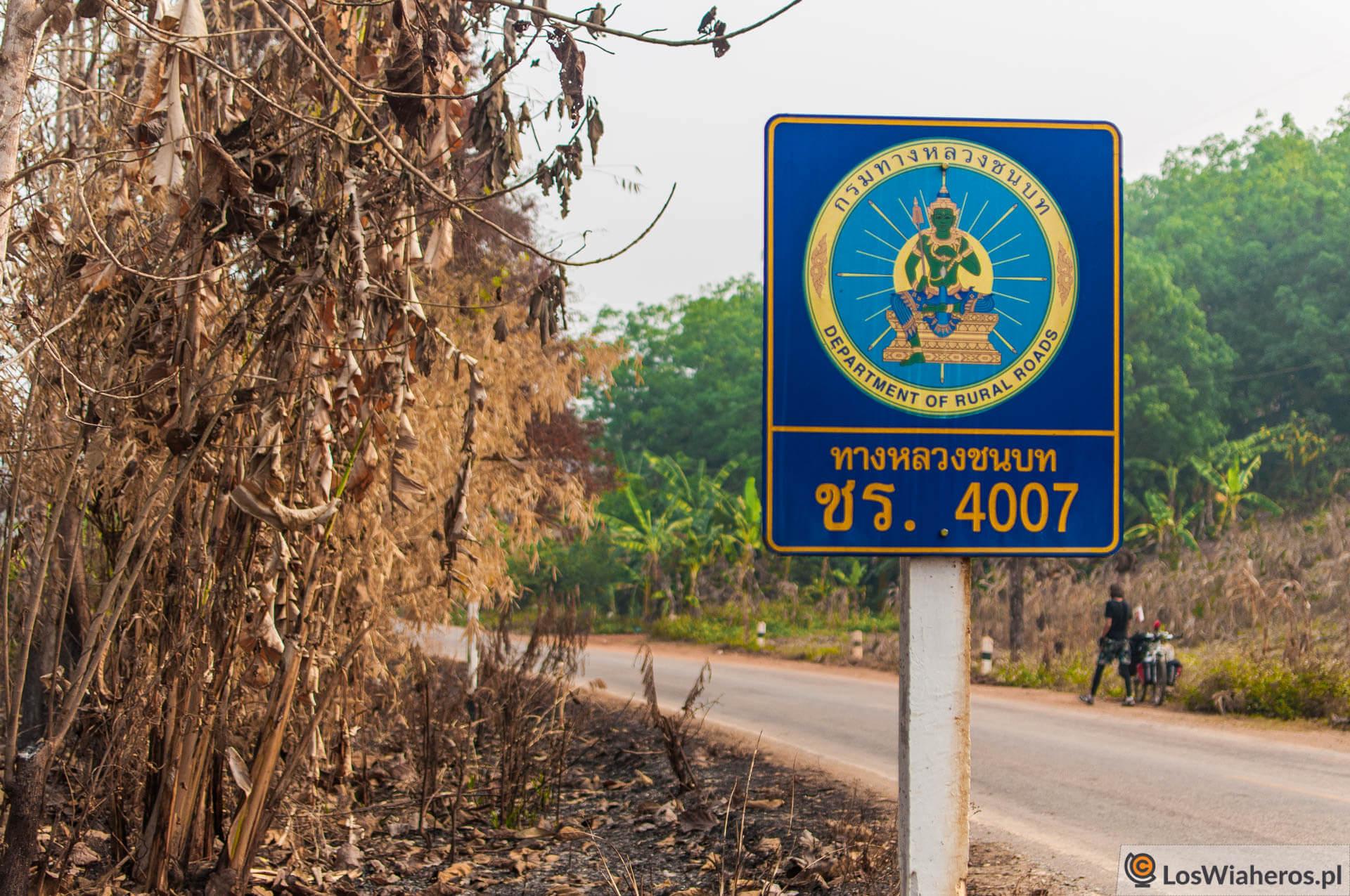 Tajskie znaki itablice drogowe zawsze nas zachwycały!