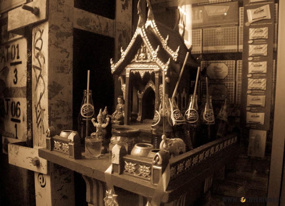 Poza wszelkimi uciechami dla ciała, wTajlandii niezapomina się też oduchach. Zostały one wten wieczór szczodrze obdarowane.