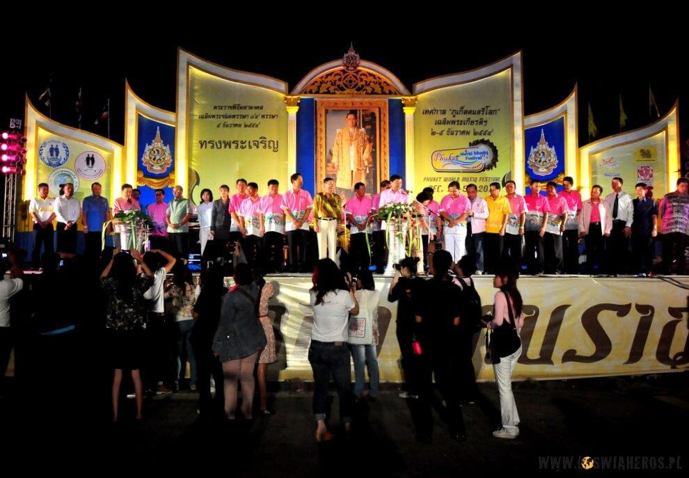 Początek obchodów urodzin Króla, Phuket.