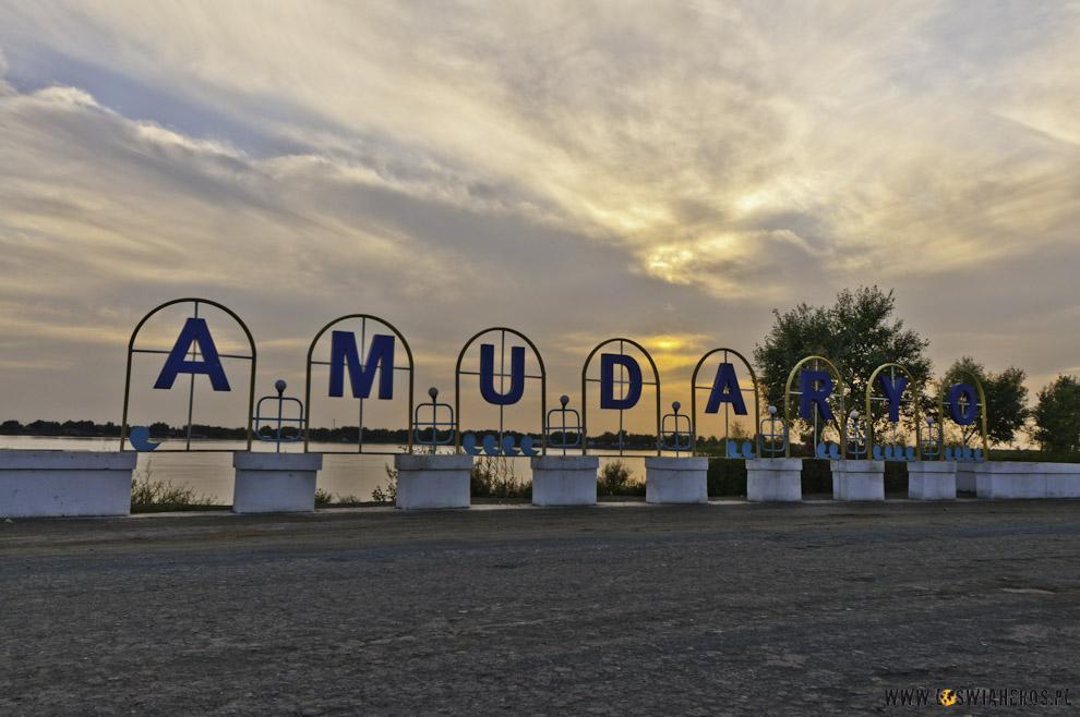 Amudarja - rzeka, dzięki którejistnieje Uzbekistan.
