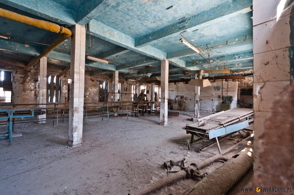 Budynek dawnej przetwórni ryb wMynak, Karakalpakstan, Uzbekistan.