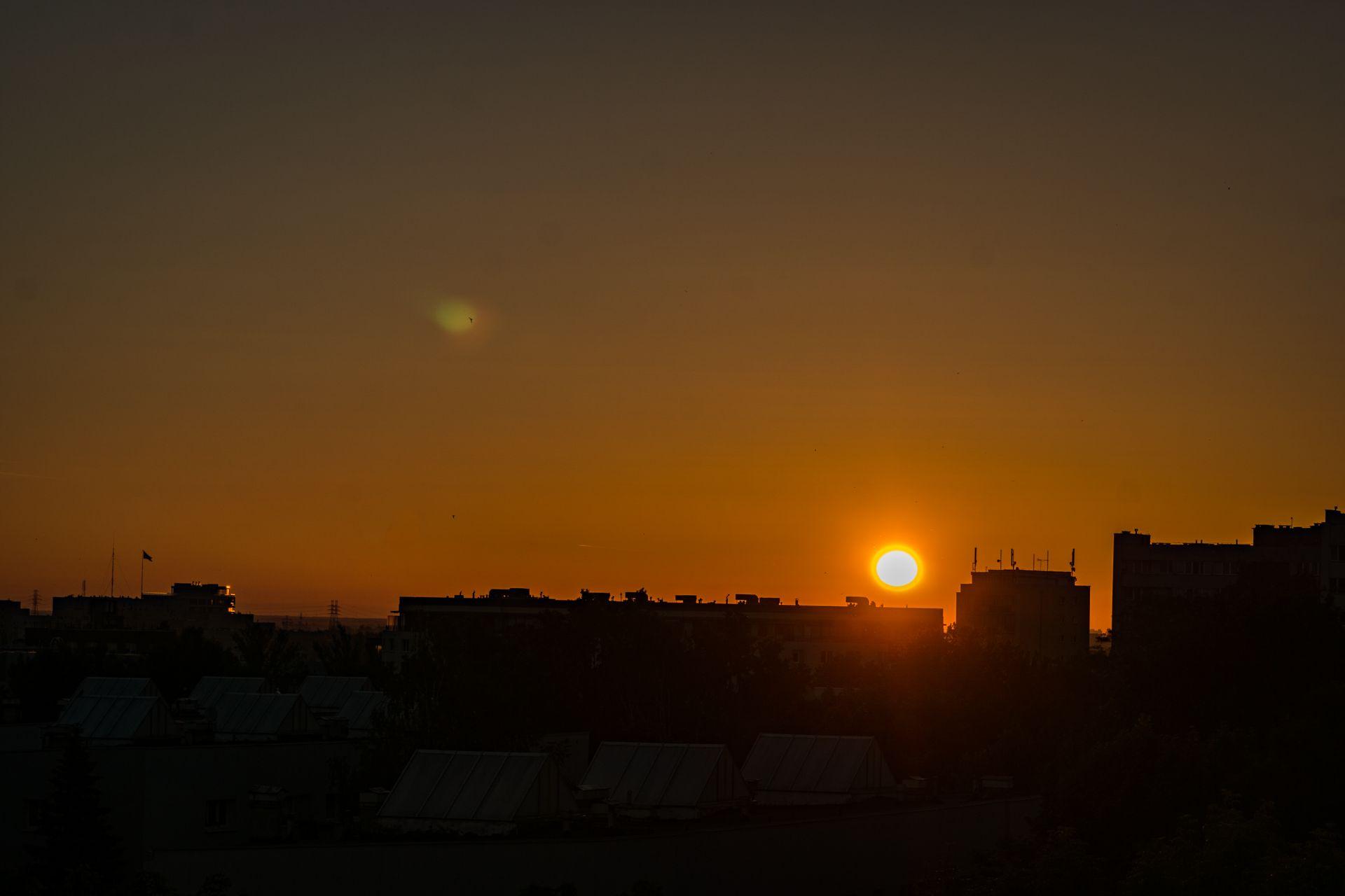 Prawdopodobnie nikogo niezachwycający (poza mną!) wschód słońca nad Żoliborzem