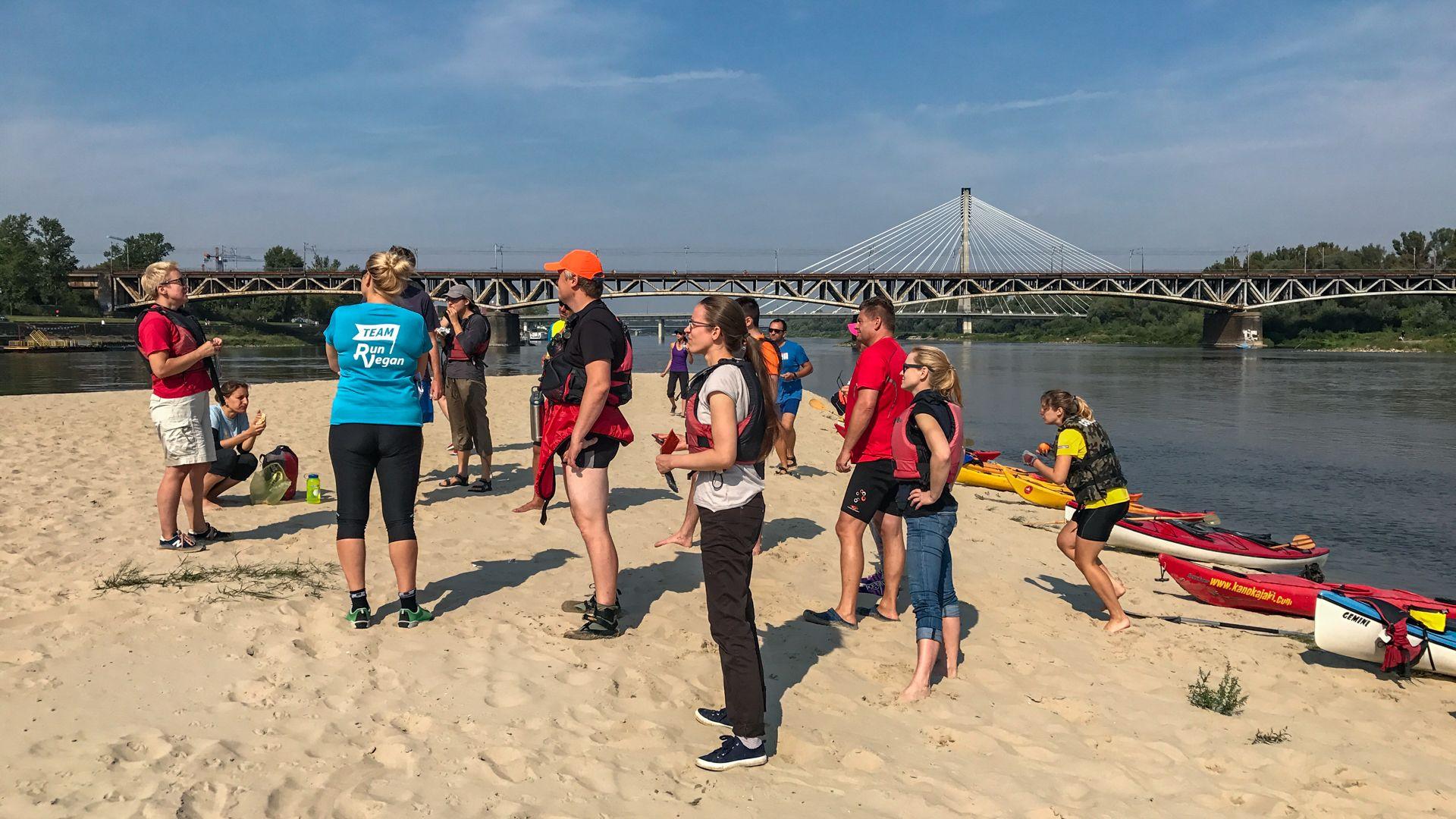 Hanka Warszawianka opowiada naśrodku piaskowej wyspy ohistorii Warszawy!