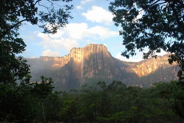 Salto del Angel - najwyższy wodospad świata.