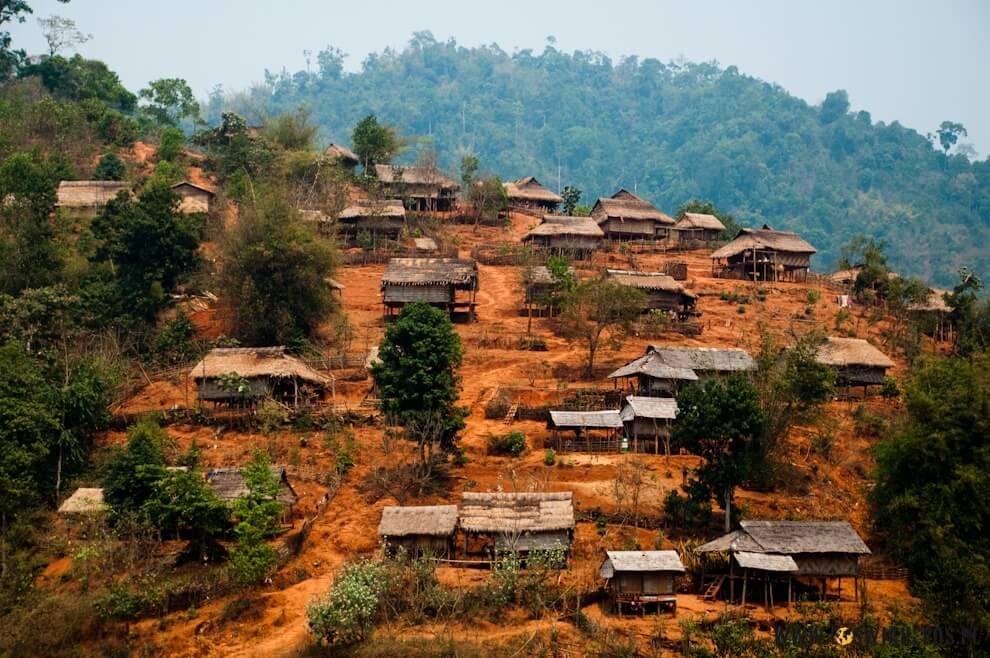 Wioska wgórach Laosu.