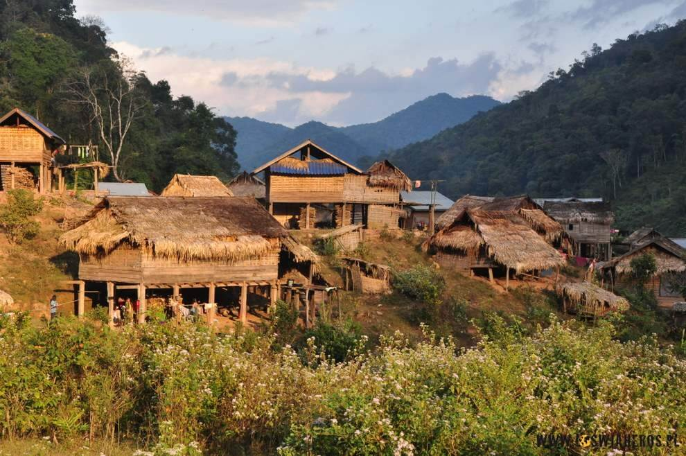 Malowniczo wyglądające wioski - naplakatach inazdjęciach TYLKO.