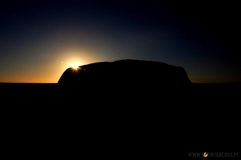 Magia Uluru owschodzie słońca.
