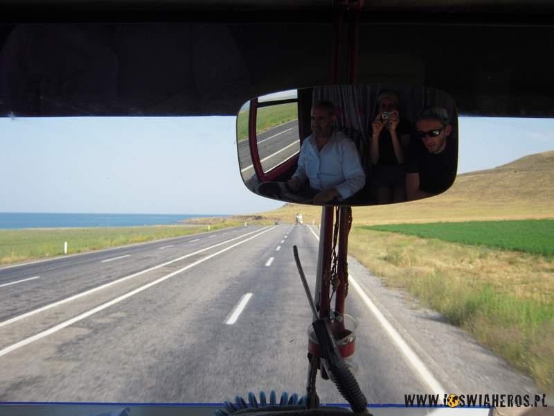 Z dziadkiem wjego ciężarówce nadVanem.
