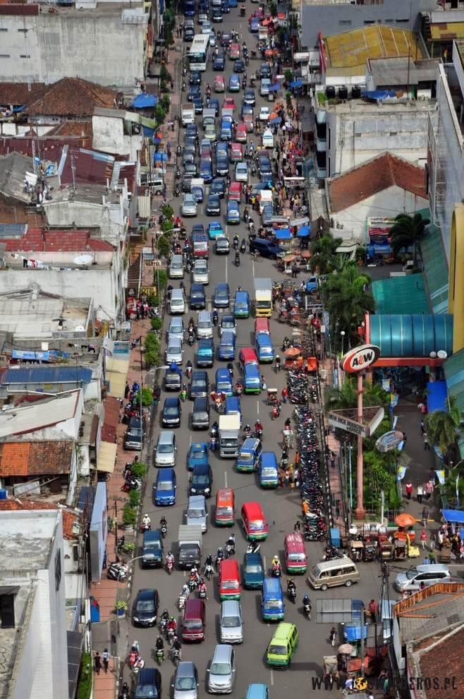 Zakorkowane ulice - zmora jawajskich miast