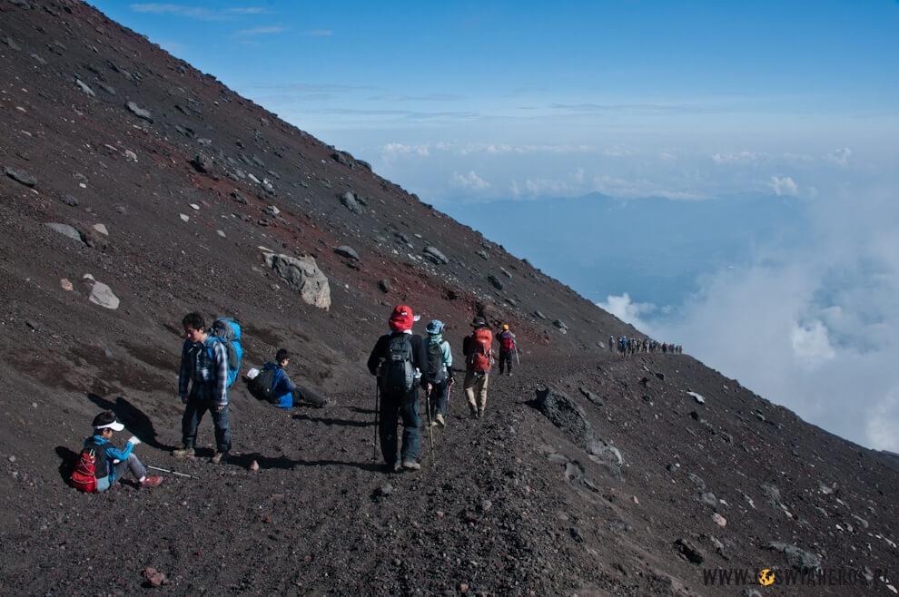 Zejście żółtym szlakiem zwulkanu Fuji.